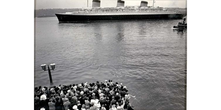 1938 - Normandie, North River, Manhattan, from Pier 88